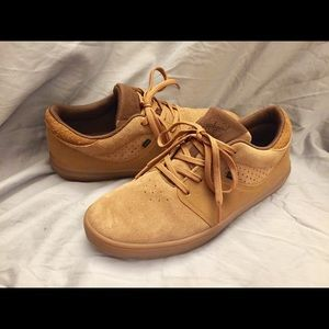Men's Globe skateboarding tan suede shoes Sz 9